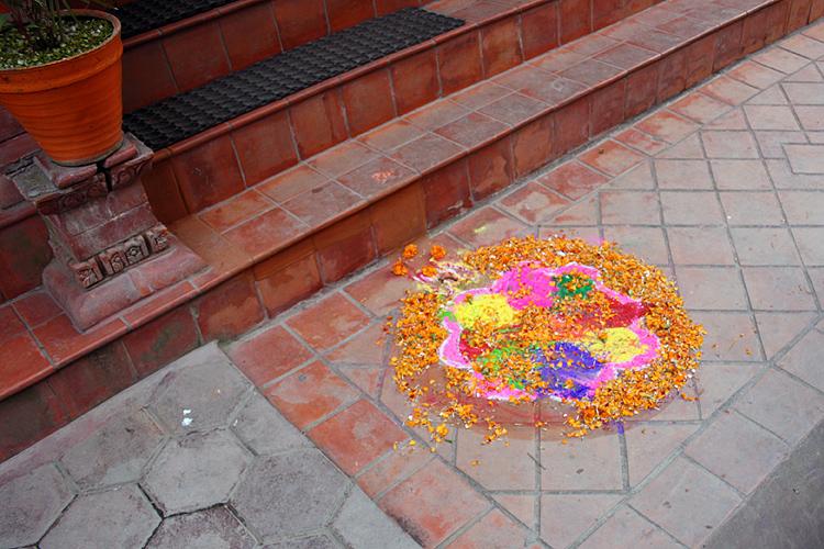 Привлекая удачу в дом, Катманду, Непал