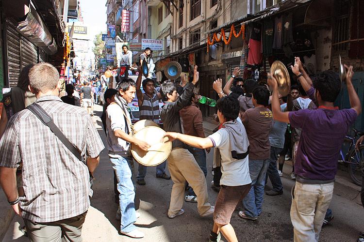 Бурное веселье в честь Тихара, Катманду, Непал
