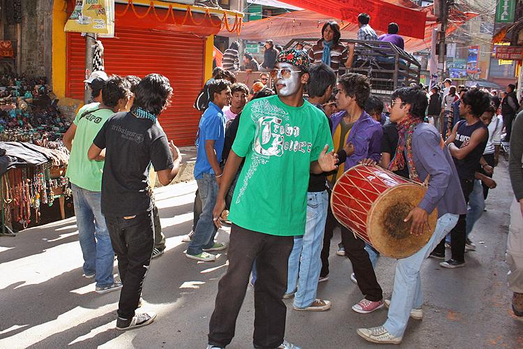Бей в барабан в праздник Тихар