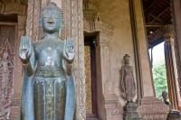 Статуи на террасе Хо Пха Кео