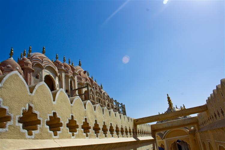 Украшенная стена Hawa Mahal