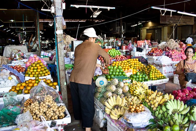 Фрукты на рынке в Сием Рипе