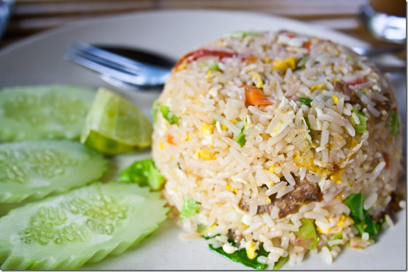 Тайский рис с курицей и яйцом