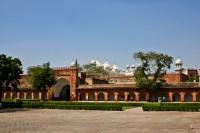 Стены форта в Агре