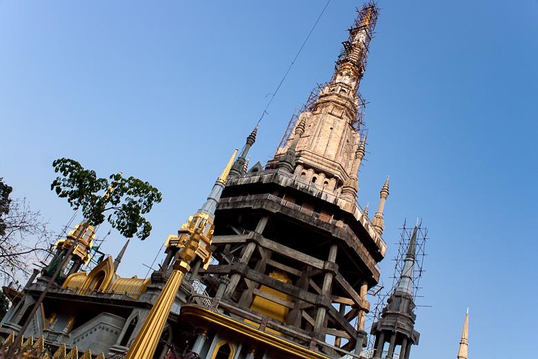 Недостроенная пагода рядом с тигриным храмом