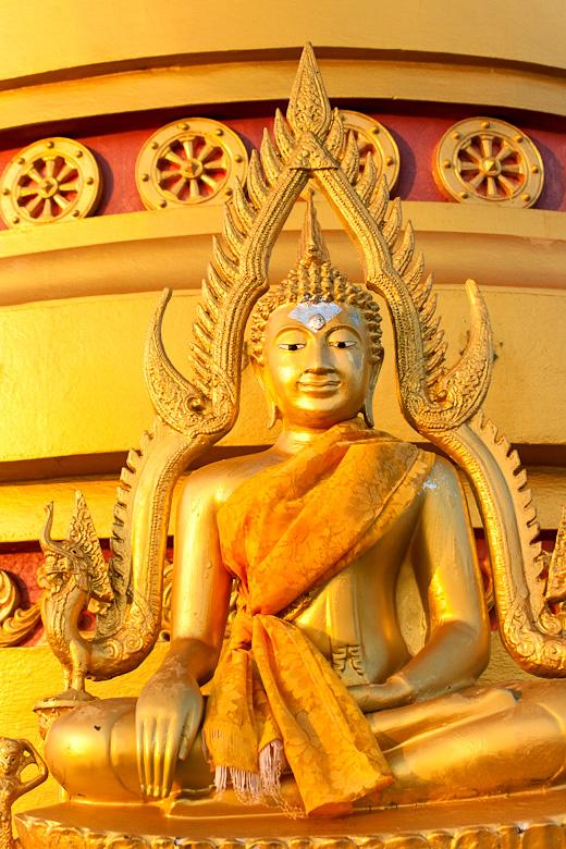 Будда провожает солнце взглядом